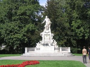 Вена. Памятник Моцарту.