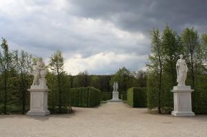 Шенбрунн. Скульптура в парке.